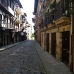 Calle Mayor in Hondarribia's old quarter|BaskMe private tours|day trips from San Sebastian|La Côte Basque|